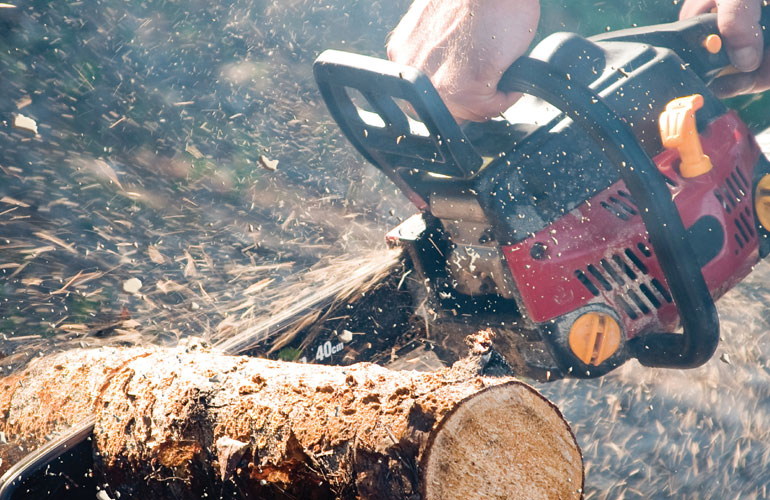 chain-saw-in-action